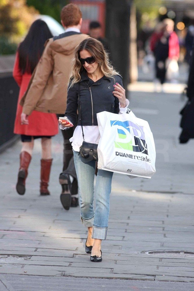 Sarah Jessica Parker checked her phone as she walked down the street in NYC.