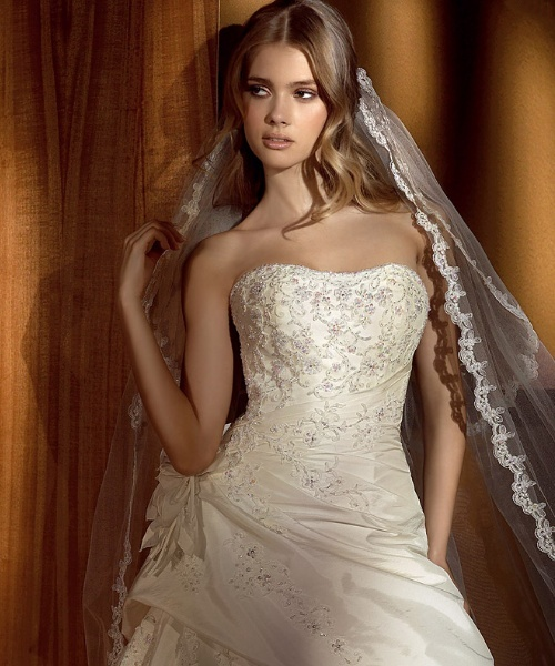 strapless ivory wedding dress