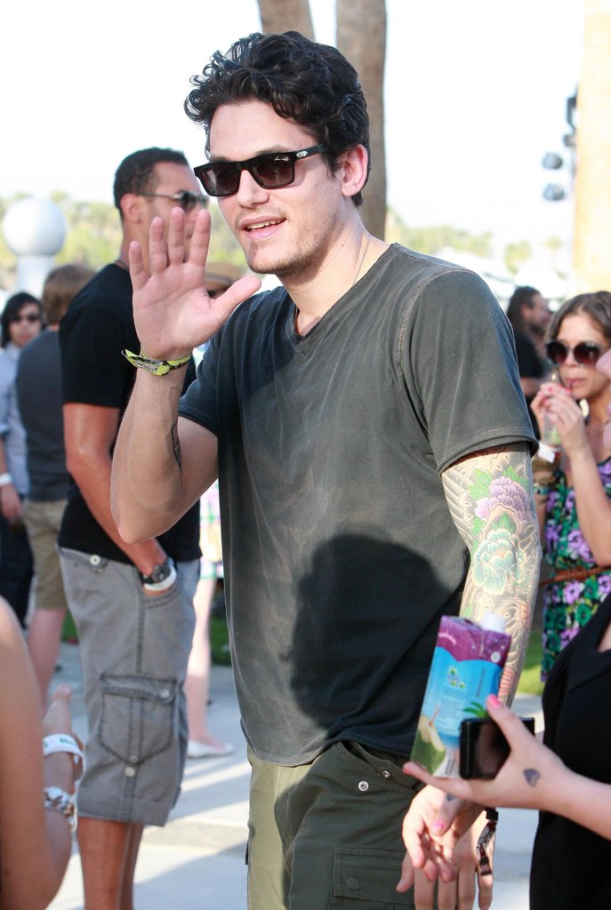 John Mayer brought a little hotness to the 2010 crowd.