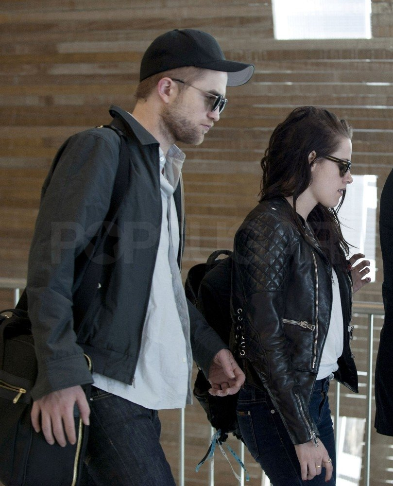 Robert Pattinson and Kristen Stewart caught a flight out of Paris together in 2012.