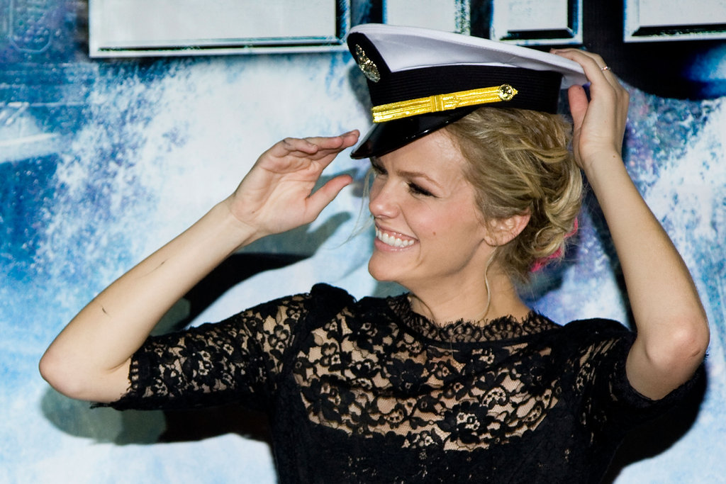 Brooklyn Decker tried on a hat.