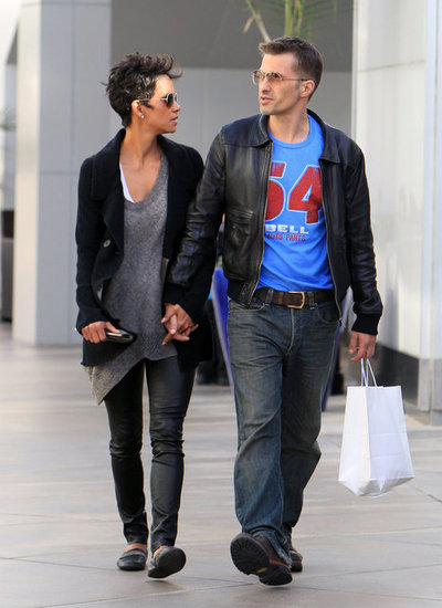 Halle Berry and Olivier Martinez held hands.