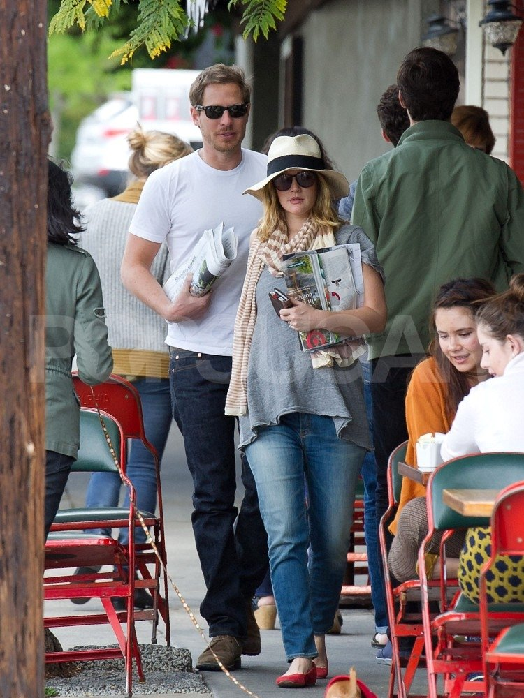 Drew Barrymore and her fiancé grabbed breakfast in LA in April 2012.
