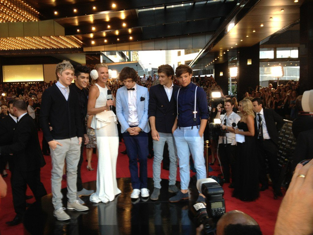 Josh Thomas snapped a picture of One Direction with Sonia Kruger.