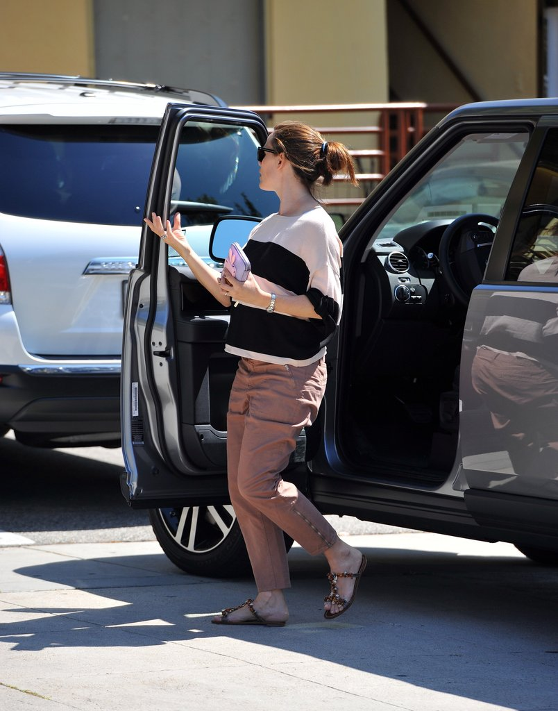 Jennifer Garner got out of her car.