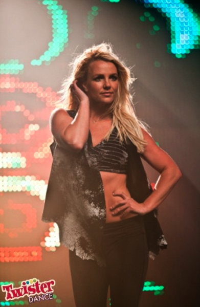 Britney Spears showed her amazing abs at the Twister Dance shoot.