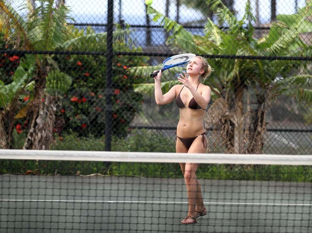 Hayden Panettiere played tennis in a black bikini with boyfriend, New York Jets wide receiver, Scotty McKnight, in Hawaii.