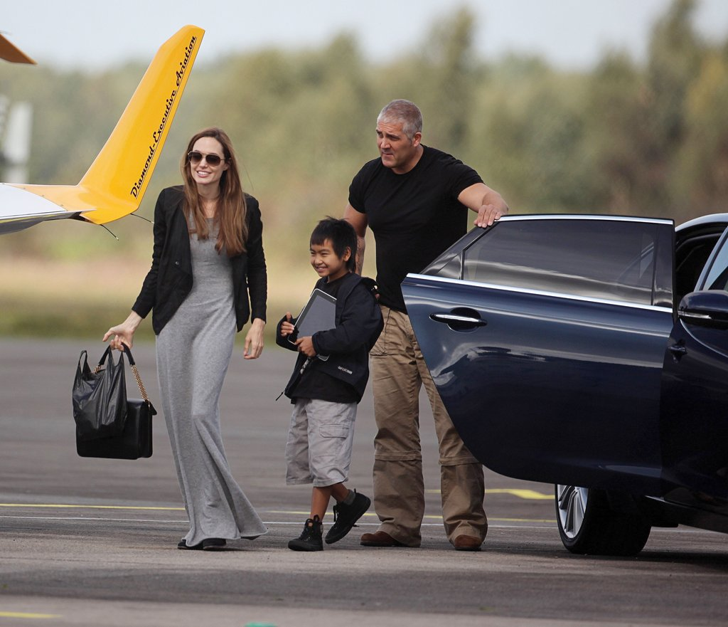 In September 2011, Angelina Jolie took Maddox on a flying lesson in England.