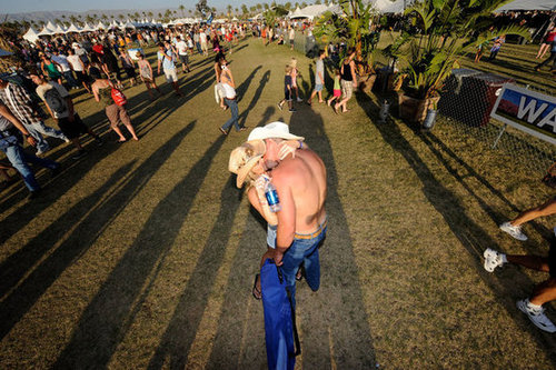 It's a country-fied kiss at the Stagecoach Music Festival in Indio, CA.