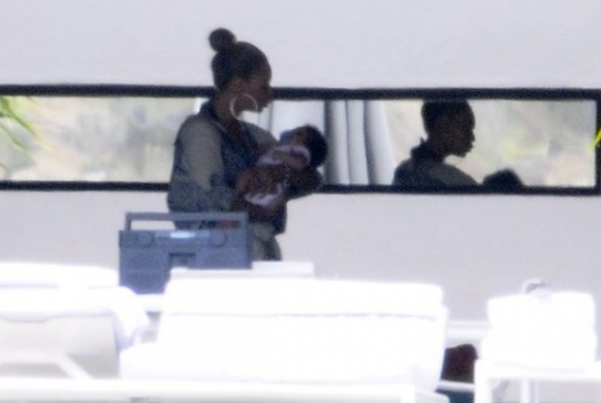 Beyonce bonds with Blue Ivy in St. Barts!