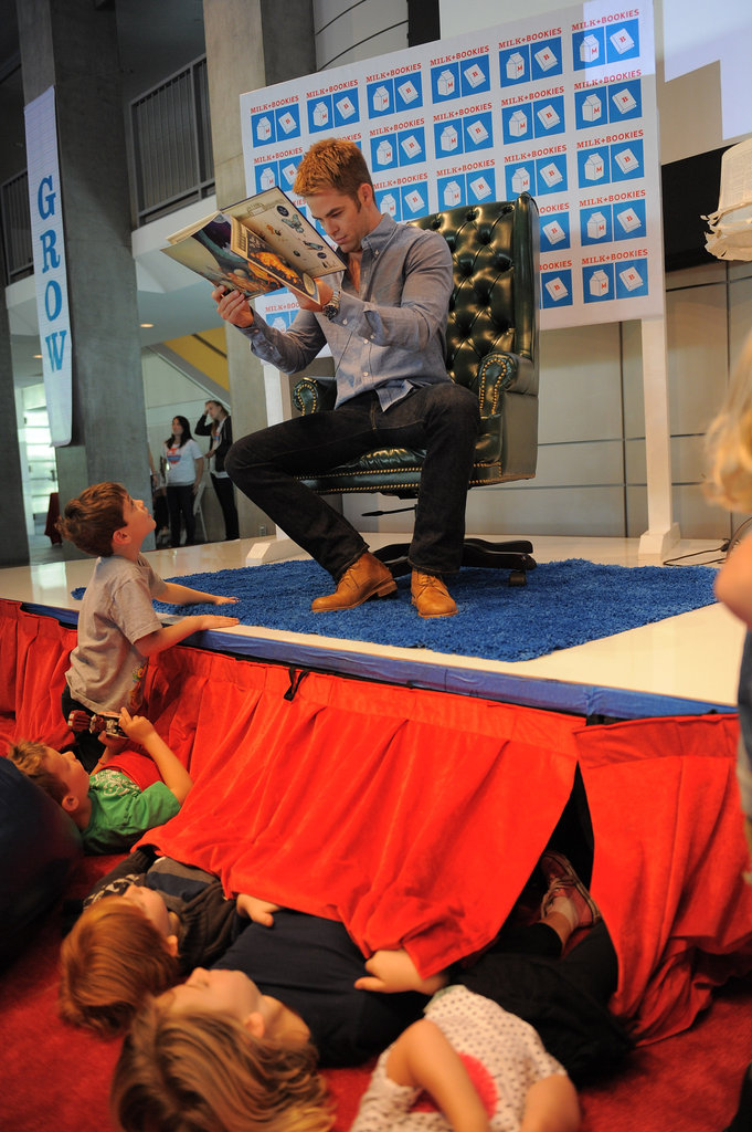Chris Pine showed a little boy the pictures in his book.