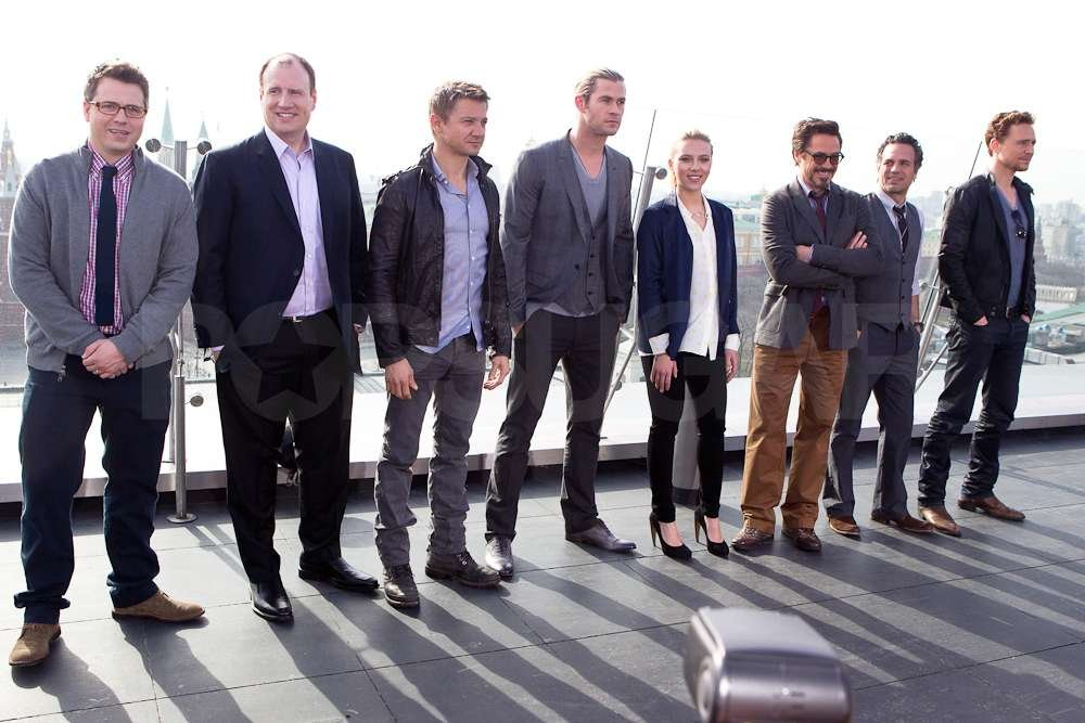 Chris Hemsworth, Scarlett Johansson and the rest of The Avengers cast got together for a photo in Moscow.
