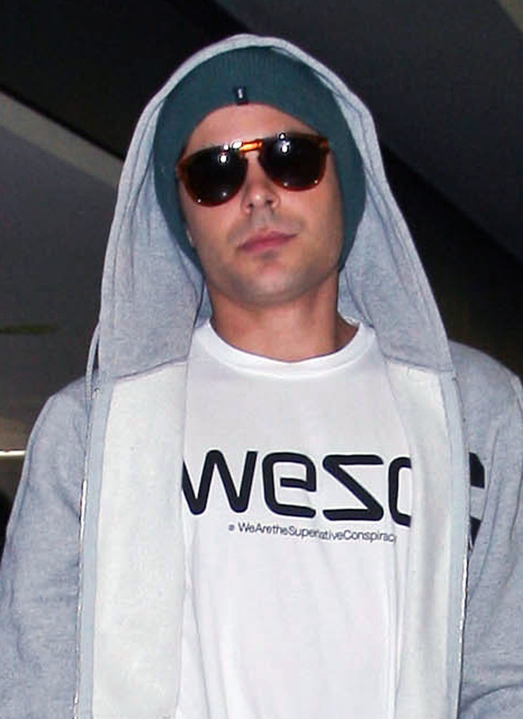 Zac Efron caught a flight headed to NYC.