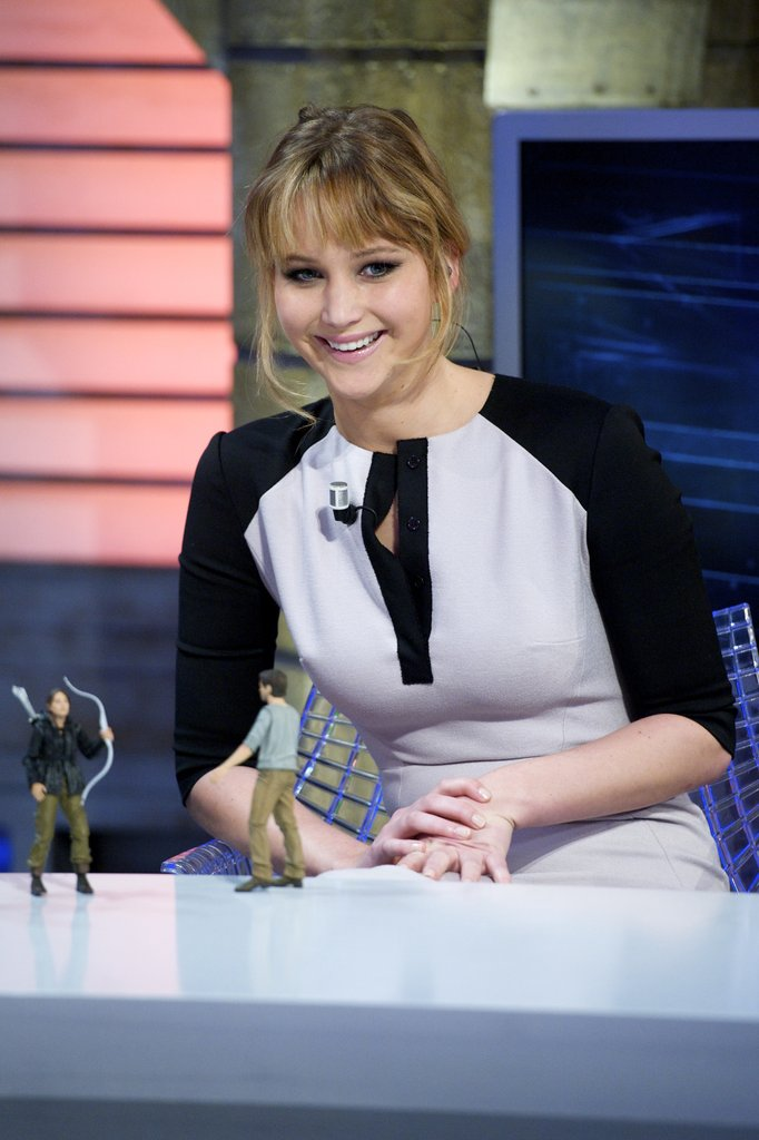 Jennifer Lawrence was given Hunger Games action figures on the set of El Hormiguero.