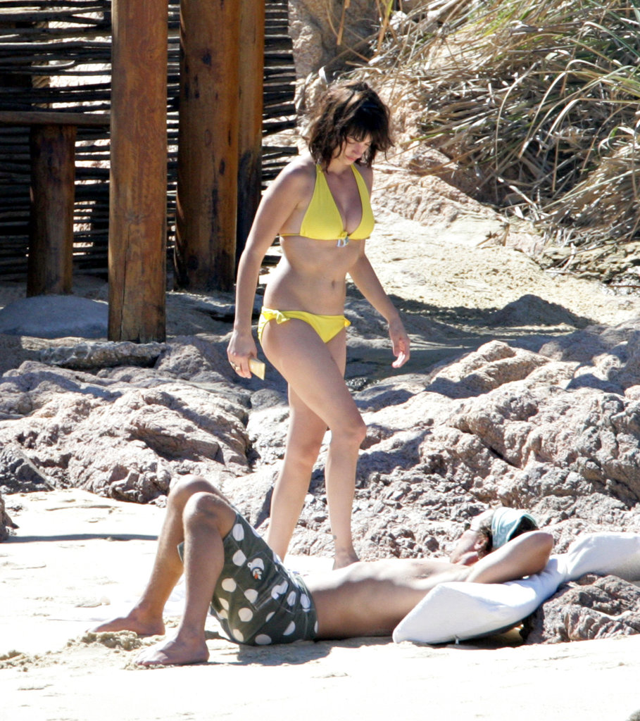 In March 2006, Penélope Cruz donned a bikini to spend a beach day with then-boyfriend Matthew McConaughey in Cabo.