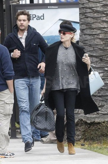 Joshua Jackson and Diane Kruger raced to find a cab after their car broke down on the way to the airport in LA.