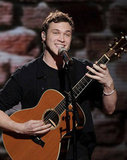 Phillip Phillips played the guitar