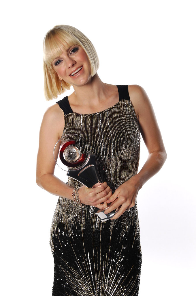 Anna Faris posed with her award for comedy star of the year at the CinemaCon awards ceremony in Las Vegas.