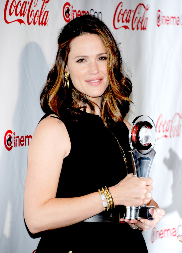 Jennifer Garner was awarded female star of the year at the CinemaCon awards ceremony in Las Vegas.