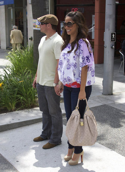 Nick Lachey Treats Pregnant Vanessa Minnillo to a Loved-Up Lunch
