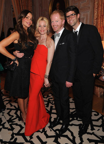 Modern Family costars posed with Elizabeth Banks at the White House Correspondant's Dinner.