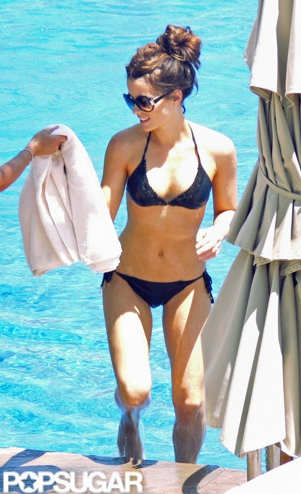 Kate Beckinsale grabbed a towel getting out of the pool during her August 2006 Cabo vacation.