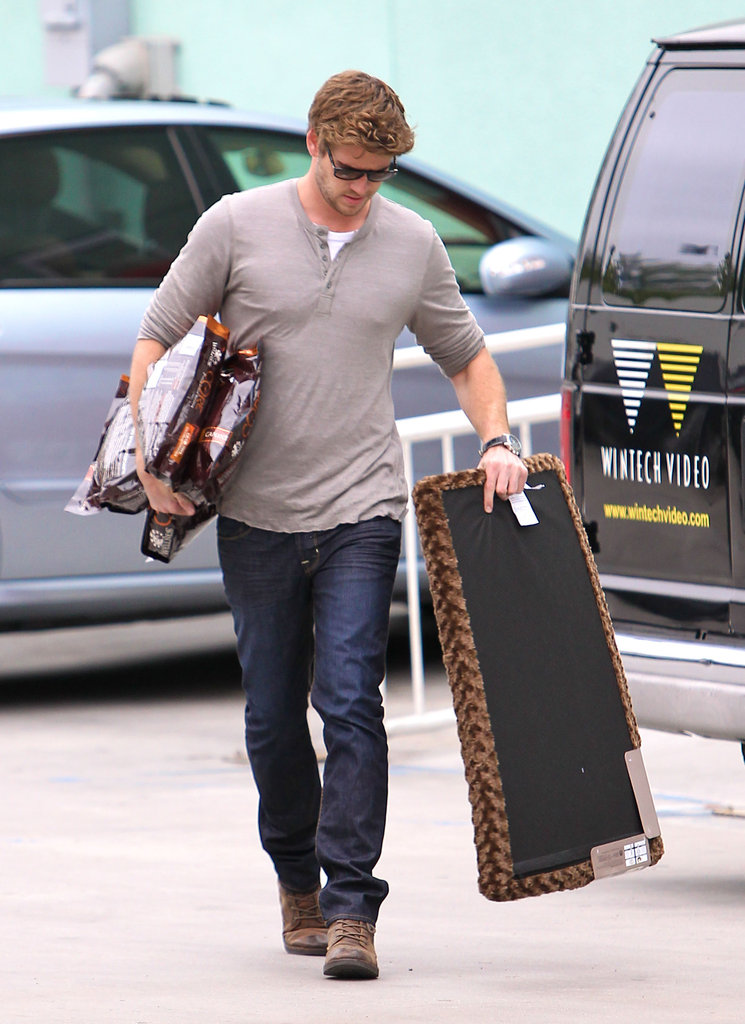 Liam Hemsworth purchased pet supplies.