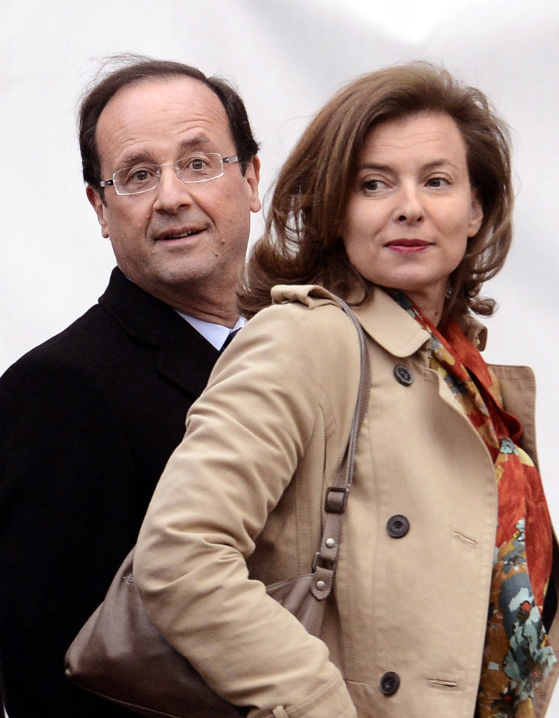 Valérie Trierweiler arrives with her partner Francois Hollande for a presidential debate.