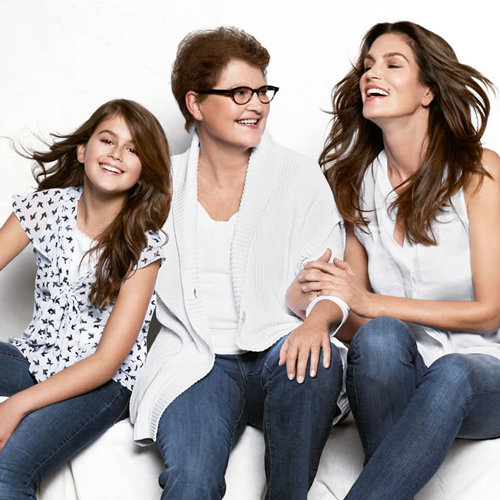 How to Take a Multigenerational Photo as Beautiful as Cindy Crawford's