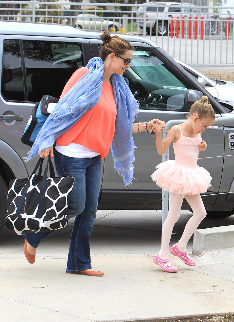 Jennifer Garner took her daughter Violet to a dance class.