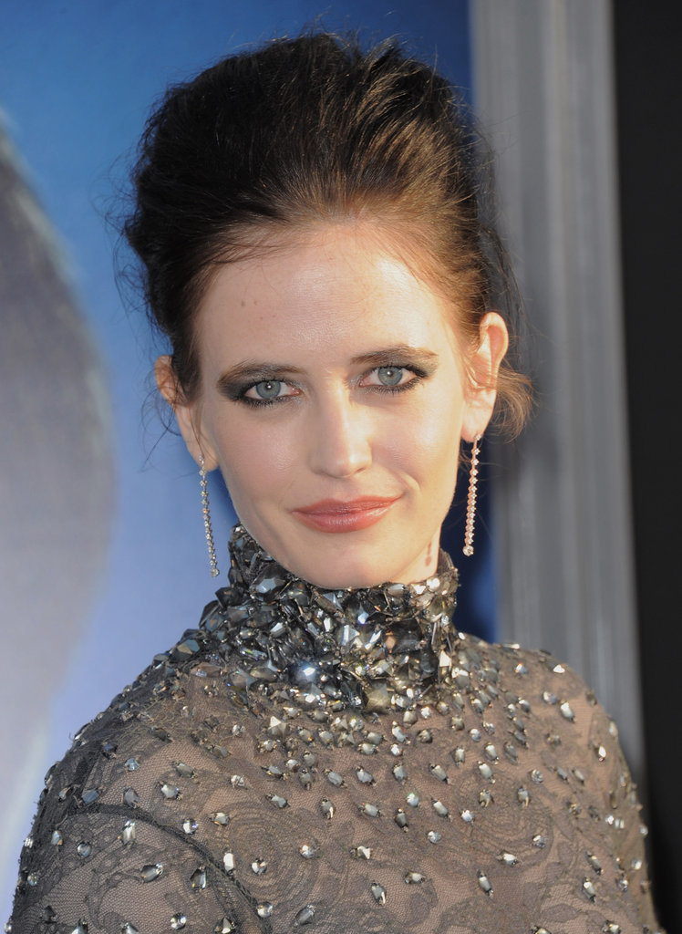 Eva Green posed on the black carpet of the Dark Shadows premiere in LA.