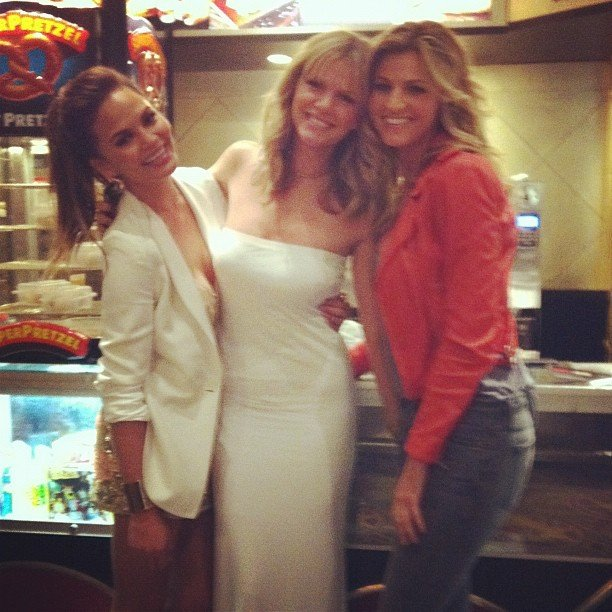 Chrissy Teigen spent time with close friends Brooklyn Decker and Erin Andrews.  Source: Twitter User chrissy_teigen