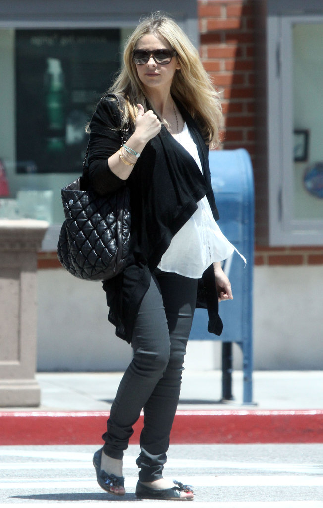 Smiley Sarah Michelle Gellar Shows Off Her Baby Bump
