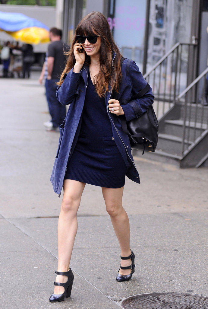 Jessica Biel talked on the phone while walking in NYC.