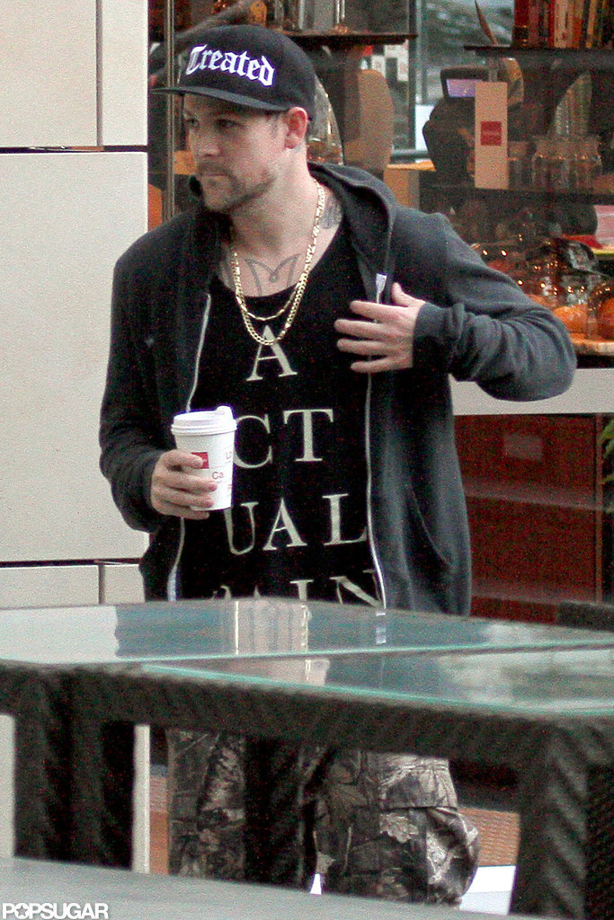 Joel Madden held a coffee during an afternoon outing in Sydney.