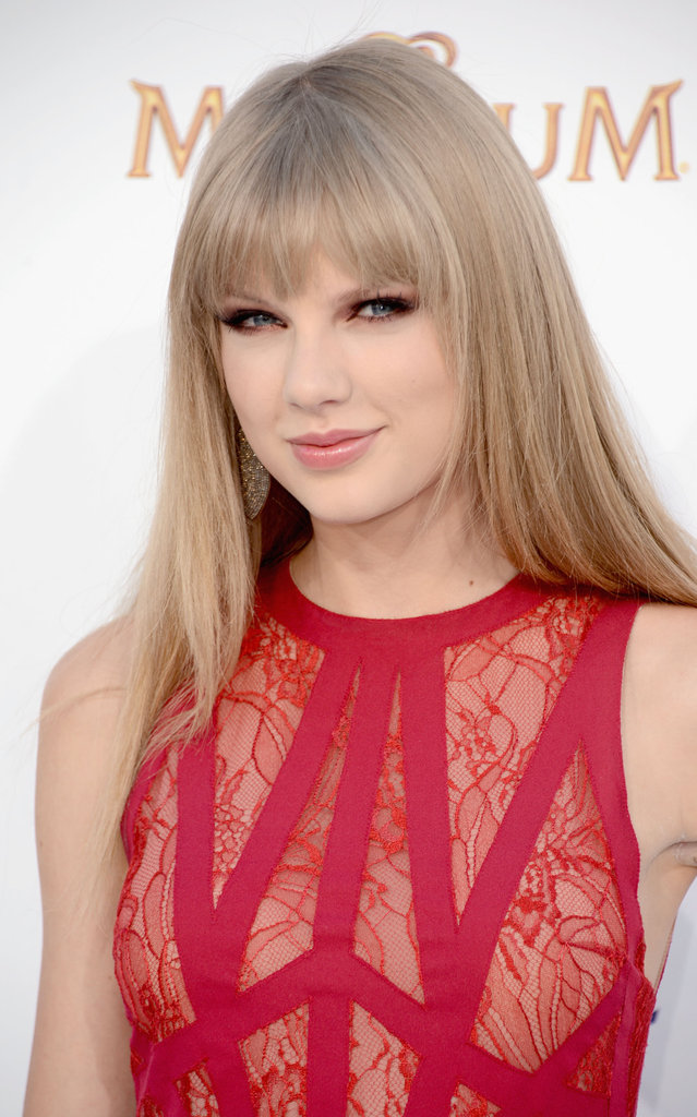 Taylor Swift Is a Standout in Red For Her Billboard Music Awards Arrival