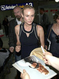 Diane Kruger signed autographs in the Nice airport.