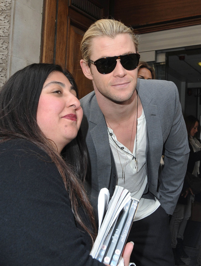 Chris Hemsworth posed with a fan.