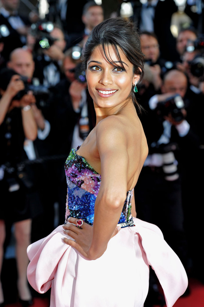 How gorgeous were the multi-coloured embellishments on Freida Pinto's Michael Angel bodice? Not to mention, her emerald drop earrings and pink diamond ring gave the outfit a colourful, bejewelled boost.