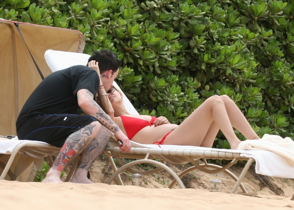 A pregnant Nicole Richie and Joel Madden made a trip to Hawaii in September 2007.