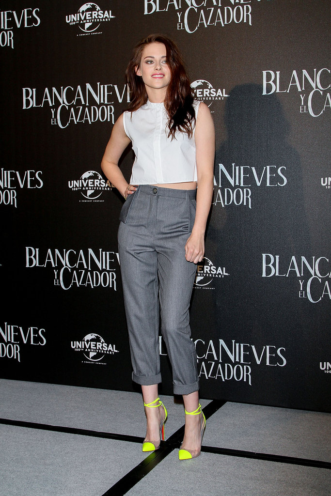 Kristen Stewart wore neon pumps in Mexico.