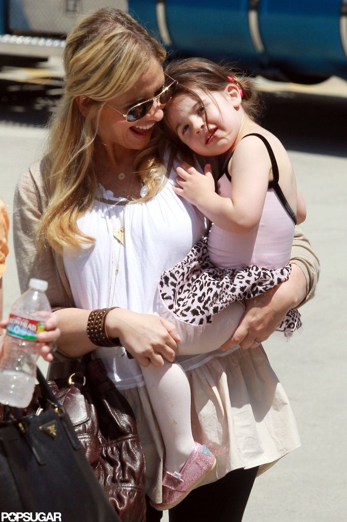 Sarah Michelle Gellar got cozy with Charlotte Prinze.