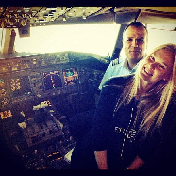 Bar Refaeli chatted with pilots before a flight.  Source: Instagram user iambarrefaeli