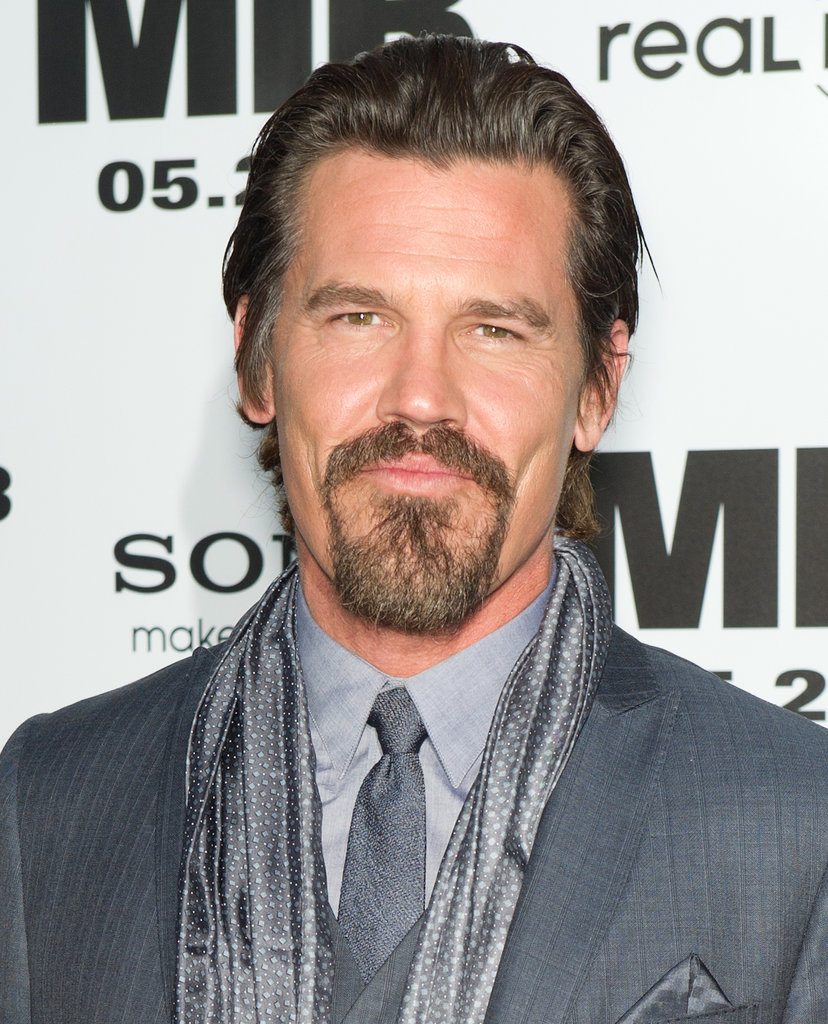 Josh Brolin wore a grey suit to the Men in Black III premiere in NYC.