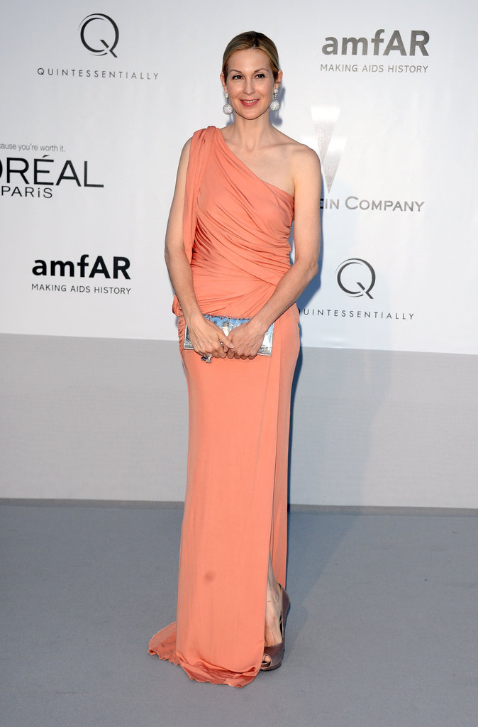 Kelly Rutherford chose a peachy one-shouldered number and accented it with a silver clutch.