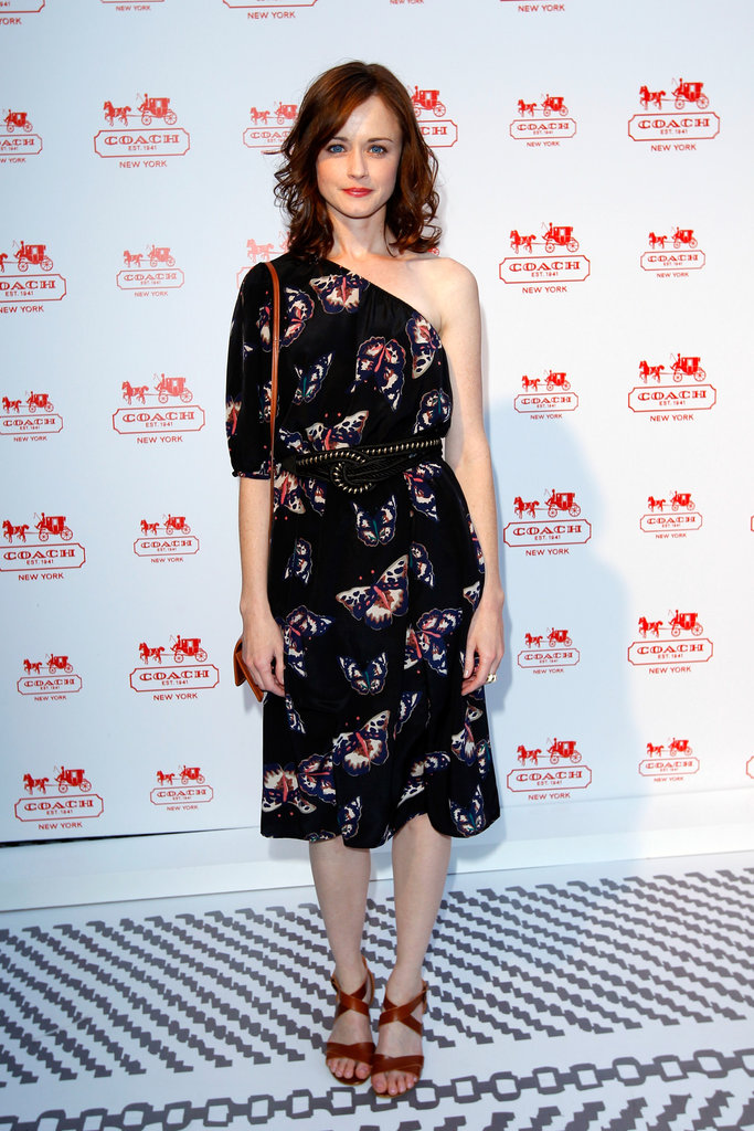 Alexis Bledel opted to wear a one-shoulder butterfly-printed Tucker frock with cool complimentary tan accessories.