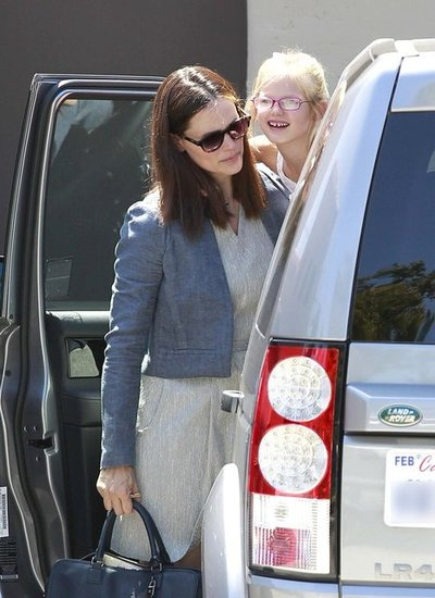 Violet Affleck poked her head outside the car as Jennifer Garner helped her out.
