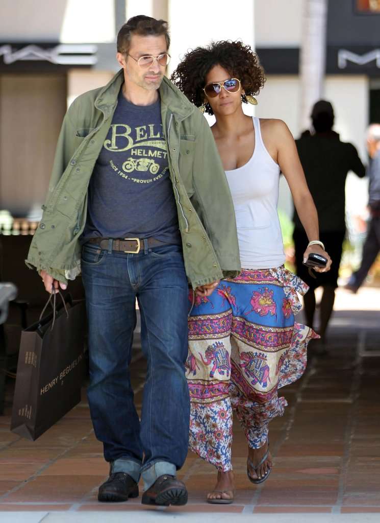 Halle Berry and Olivier Martinez walked together in a Malibu shopping center.