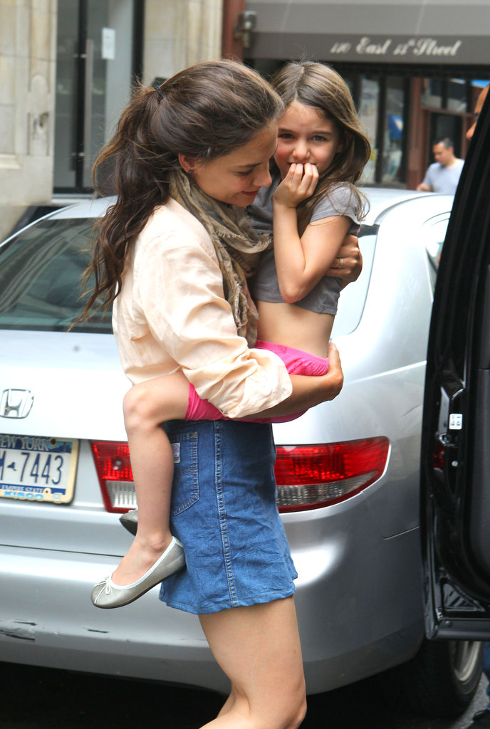 Katie Holmes gave Suri Cruise a lift in NYC.