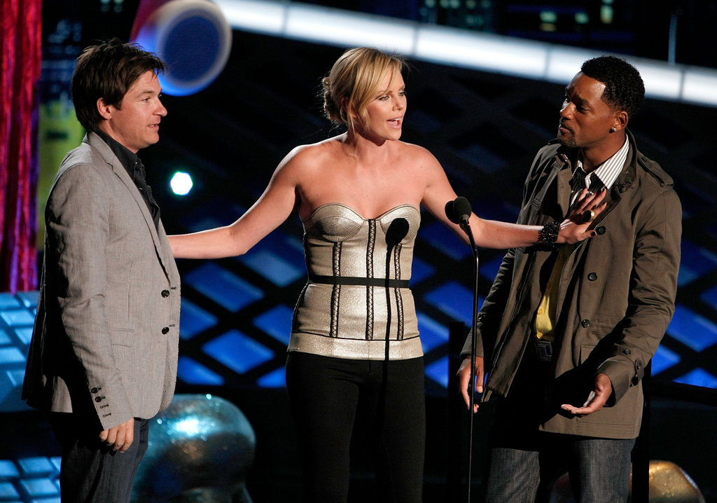 Charlize Theron was on stage with Will Smith and Jason Bateman to present the best female performance award in 2008.